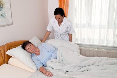 nurse care for the elderly in nursing homes